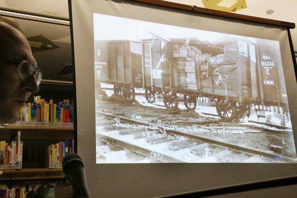 Der Freundeskreis der Bücherei Querenburg e.V. und der Ostwest-Verein organisieren eine Fotopräsentation zum 1. Weltkrieg mit Lesung in der Stadtteilbücherei Querenburg im Unicenter (Querenburger Höhe 270).